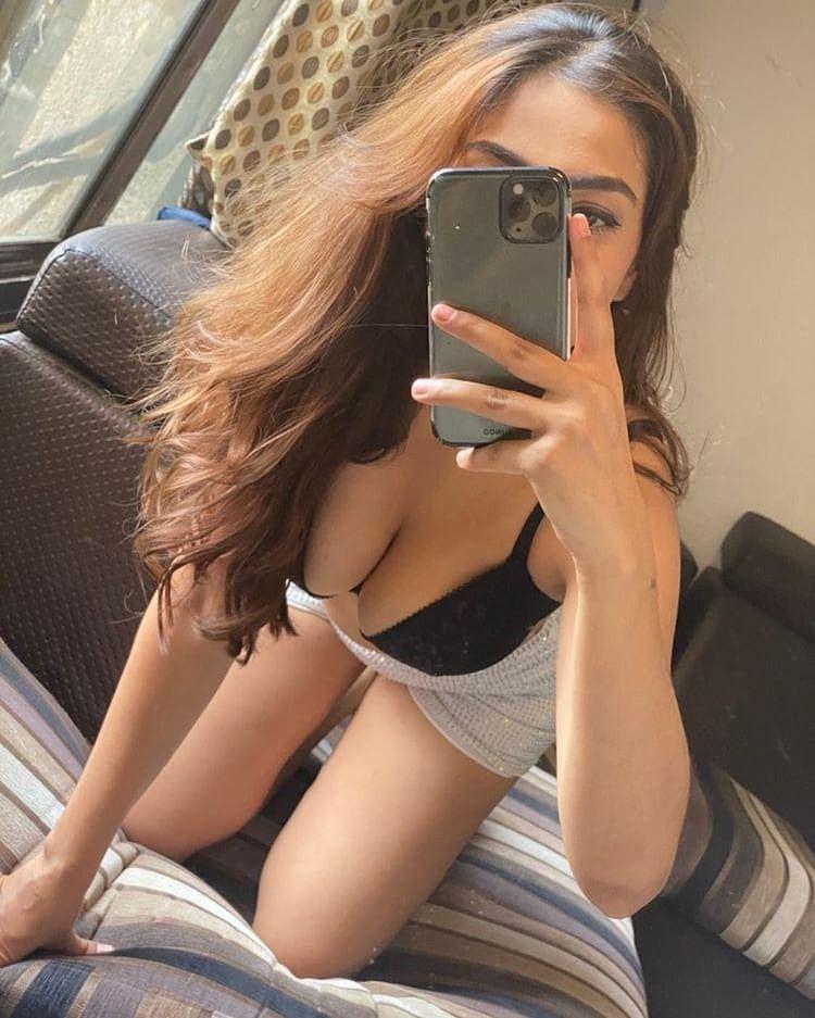 Hot Mirror Selfies