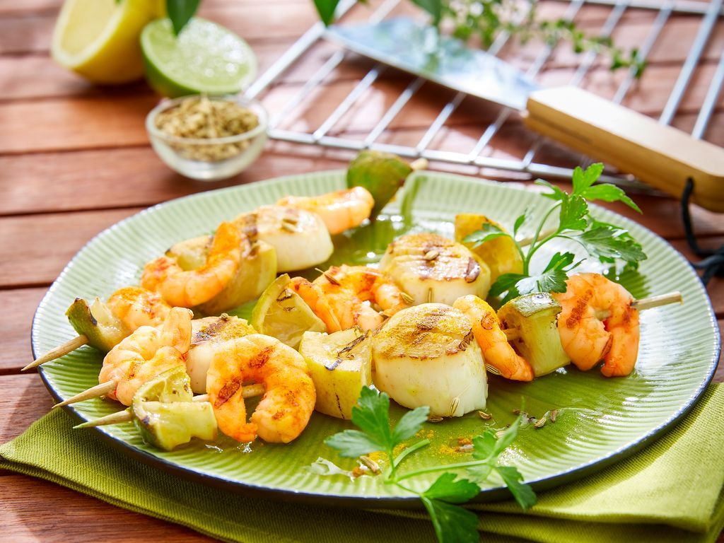 Brochettes De Noix De St Jacques Crevettes Et Citrons Confits Recette En 2020 Recettes De Cuisine Illustrees Recette Brochette Et Recettes De Cuisine