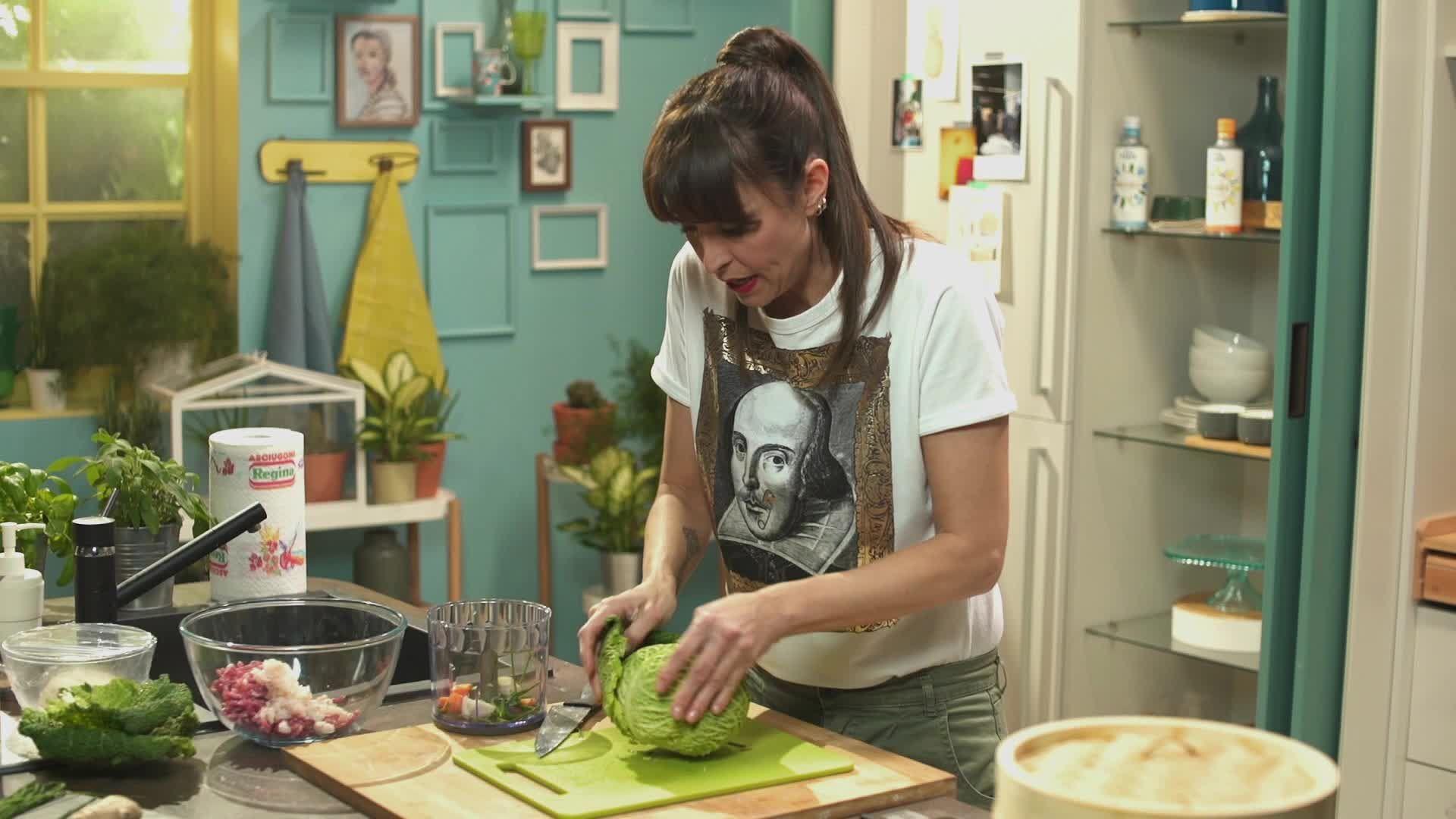 benedetta parodi prepara un piatto della cucina orientale i ravioli al vapore di carne e