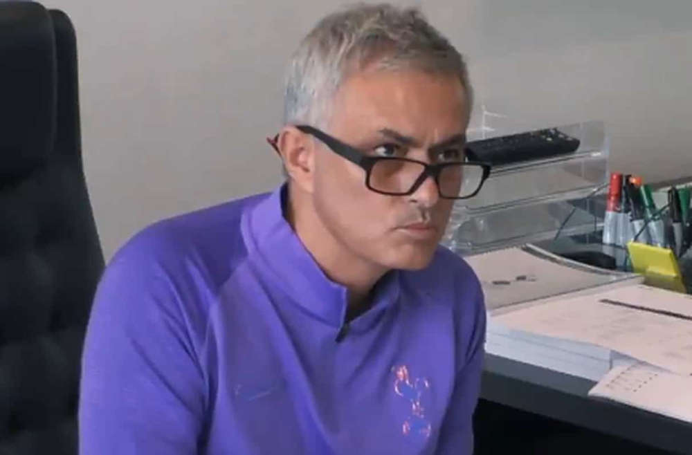 Video Jose Mourinho Epic Reaction To A Discussion About His Arrival To Tottenham Witty Futty Jose Mourinho Tottenham Jose