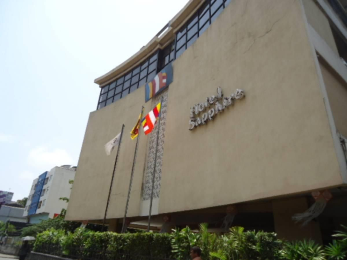 Colombo Hotel Sapphire Sri Lanka Asia Set In A Prime Location Of Colombo Hotel Sapphire Puts Everything The City Has To Offer Hotel Welcome Decor Car Parking