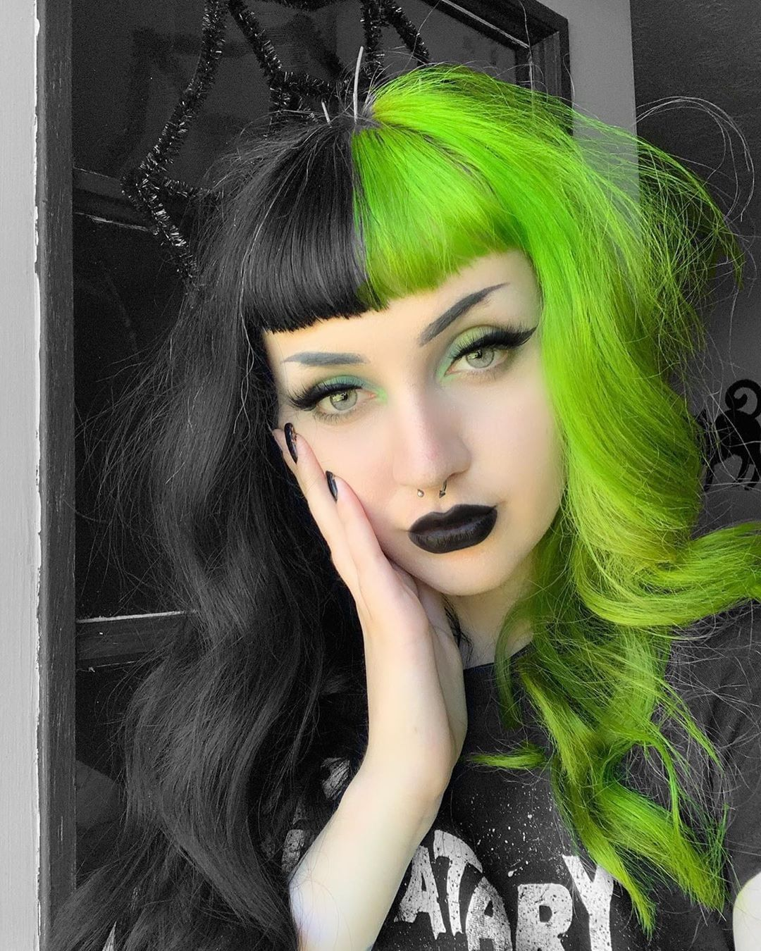 Mega Babe Horrorhailey In Our Aurora Green Try Our Split Pack In Aurora Green For A Similar Look In 2020 Split Dyed Hair Neon Green Hair Half Colored Hair