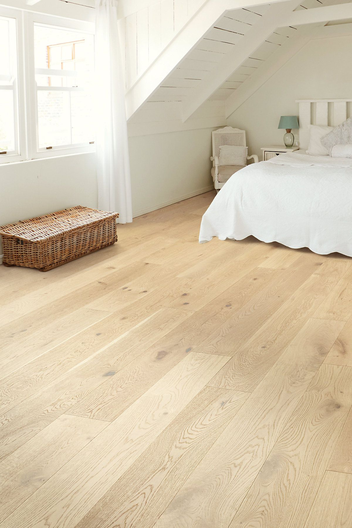 Our Shaw Floors The Gallery CASTLEWOOD OAK | DYNASTY is hardwood flooring made to make your life easier. Click to learn more and get a sample.