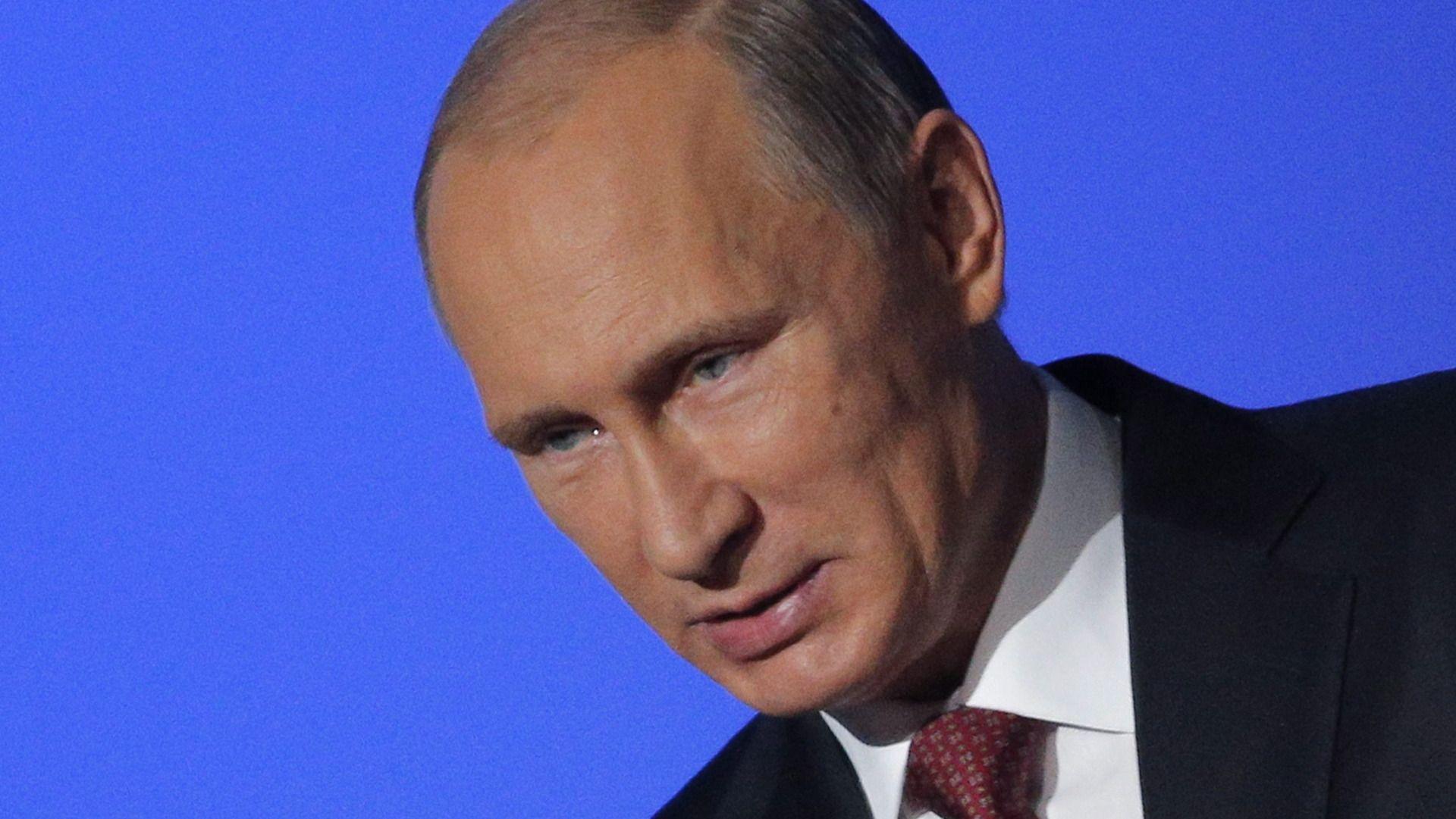 Venäjän presidentti Vladimir Putin sanoo, että Ukrainan hallinnon täytyy lopettaa sotilasoperaation...