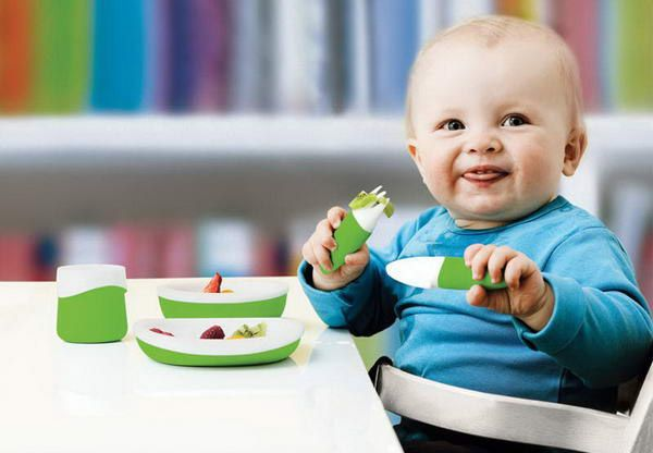 Whoa, those dishes are staying on the table! Their toddler is less stuff-flingy than ours. ;)