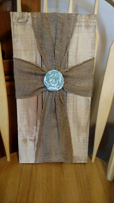 Pallet wood with burlap cross | Burlap, Diy cross