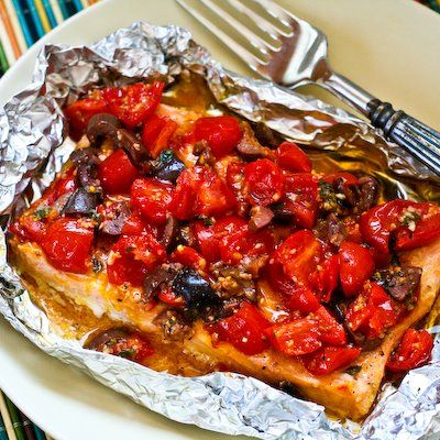 Recipe for Grilled Salmon Packets with Tomatoes, Olives, Garlic, Thyme, and Saffron