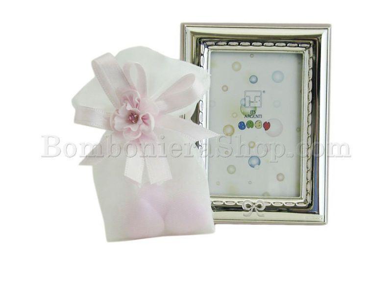 Portafoto rettangolare in bilaminato argento con fiocco rosa e confetti a scelta #portafoto #argento #idearegalo #nascita