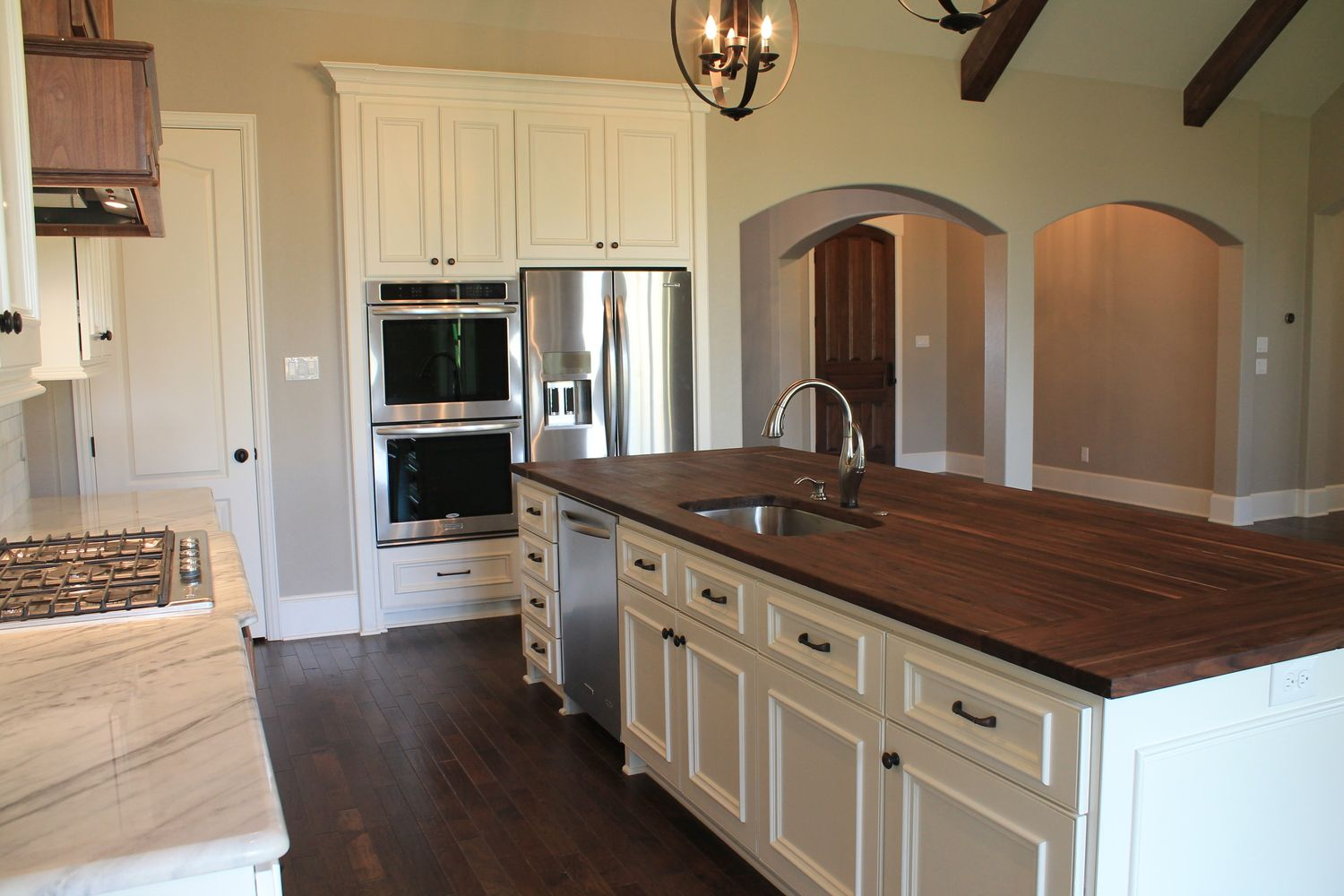 Best Everything Gray Walls White Trim Stainless Appliances 640 x 480