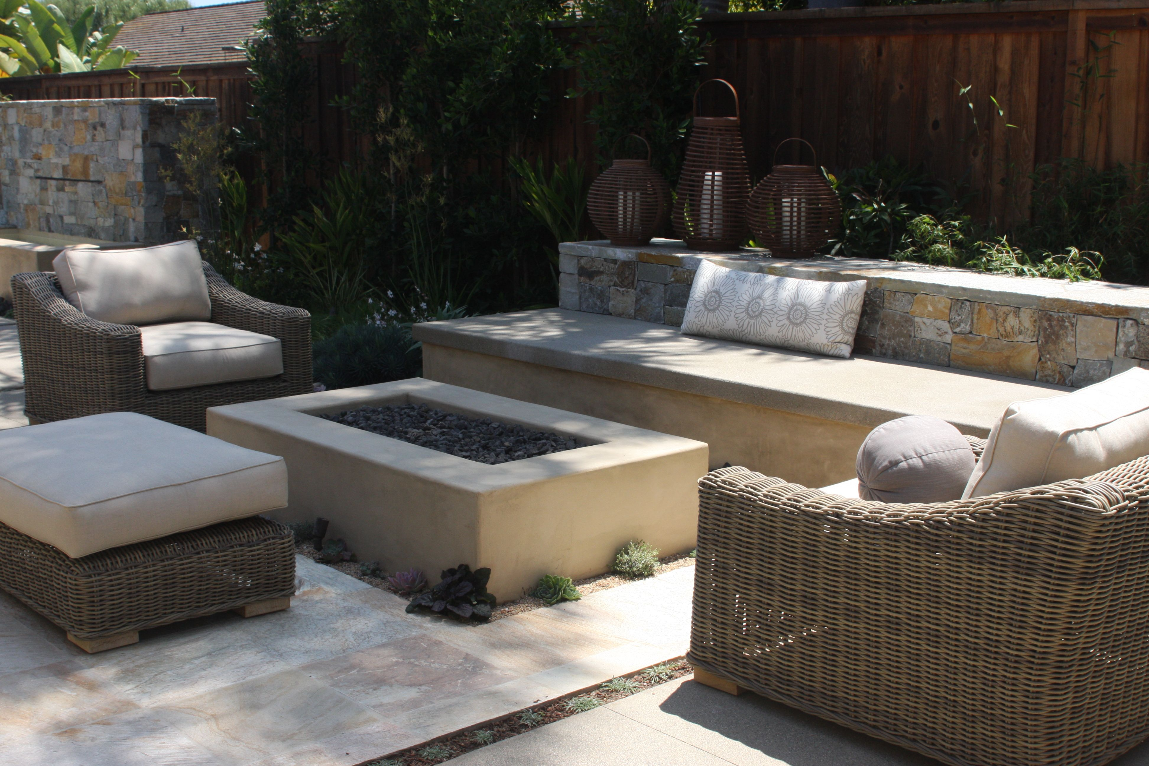 Smooth stucco fire pit dig fire pits pinterest for Modern fire pit
