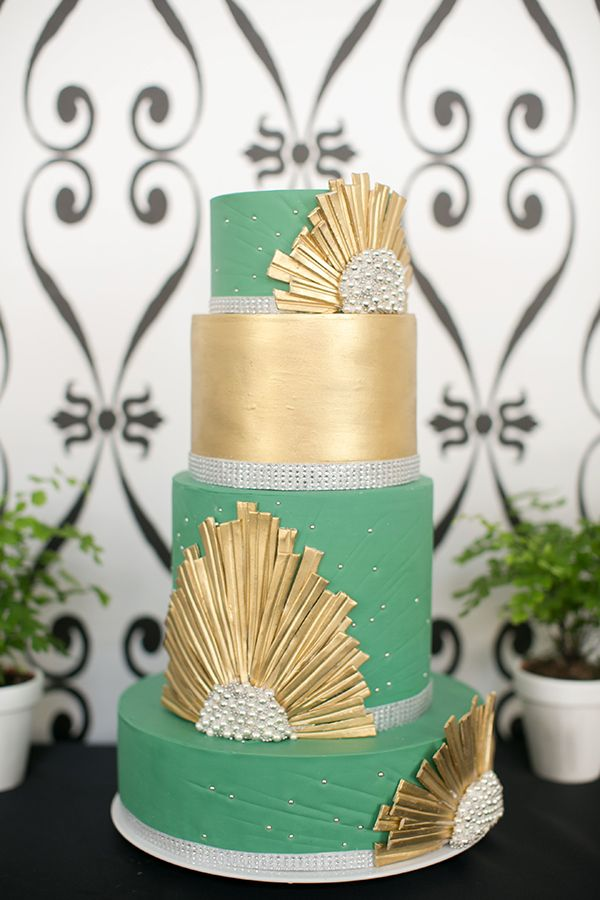 Art Deco Inspired Cake in Emerald Green and Gold | Britt Rene Photography | http://blog.nvlinens.com/classic-blac