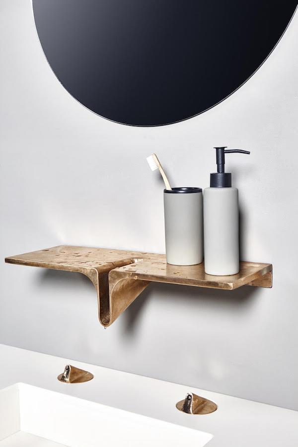Photo of Minimal bronze bathroom design Elance by Paulina Neiser