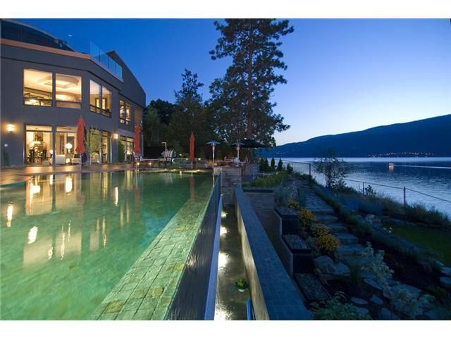 Luxurious infinity pool kelowna bc stunning swimming for Pool design kelowna