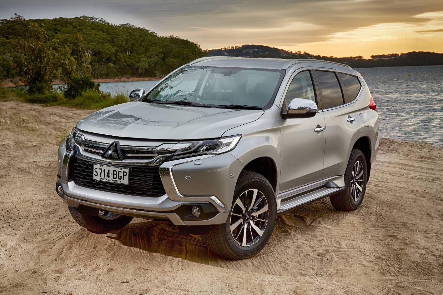 2017 mitsubishi pajero sport hd wallpapers