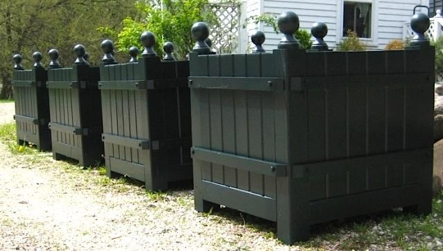 Versailles Planter Box Gardenista Kimball And Bean Offers The Handmade 24 Inch Cedar Style Made To Order For 595