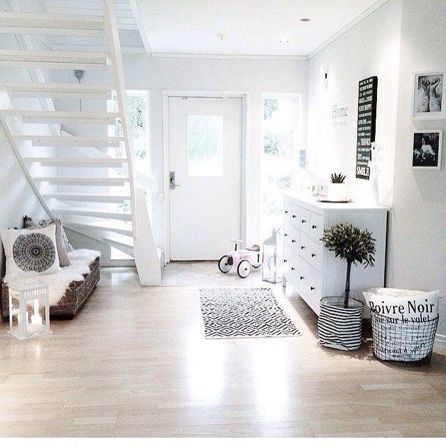 flur eingang in wei schwarz ideen rund ums haus pinterest eingang instagram und zuhause. Black Bedroom Furniture Sets. Home Design Ideas