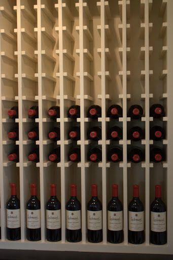 Sobre l neas de madera en 2019 armarios de vino - Estanterias de vino ...