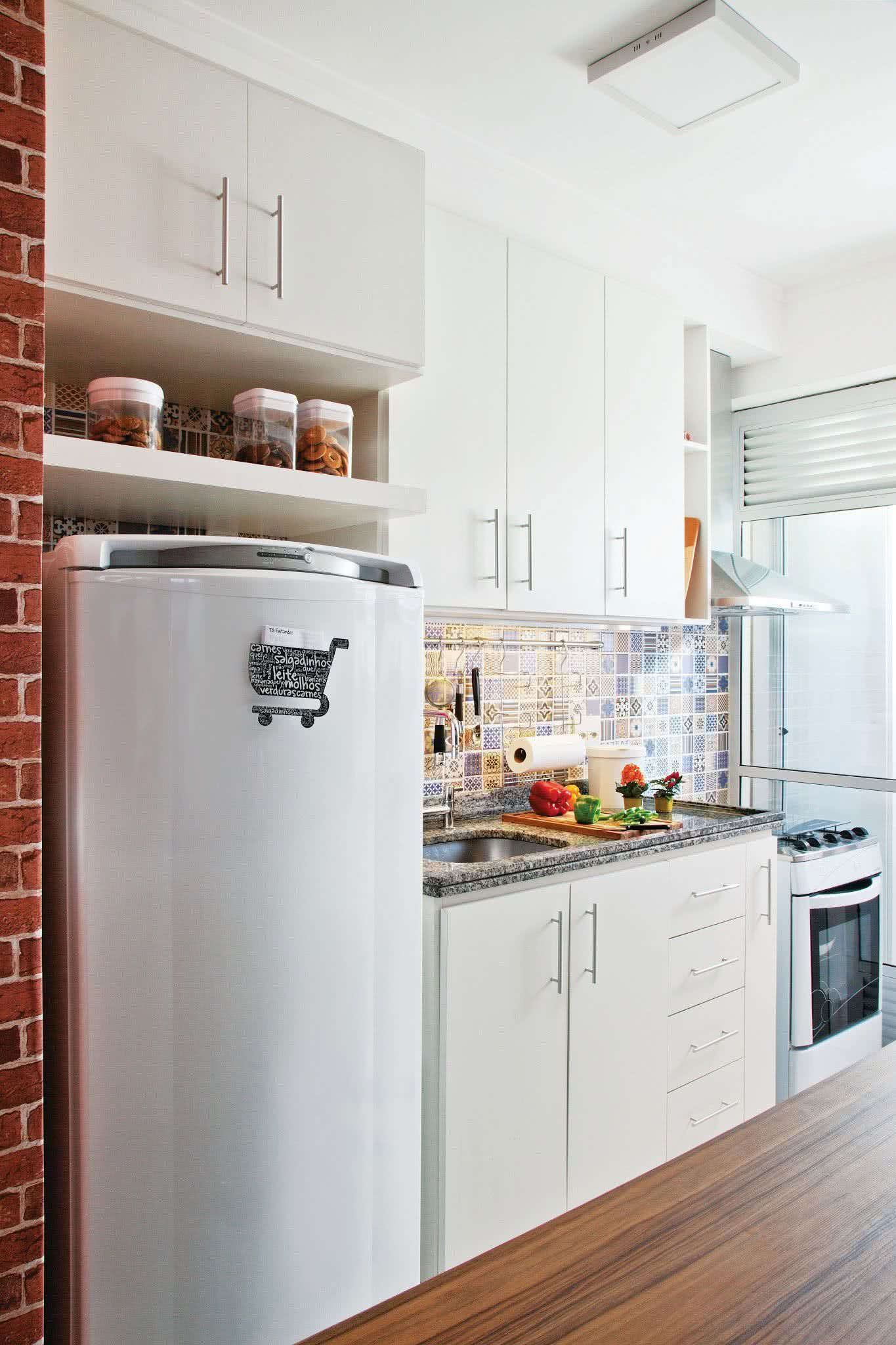 Inspire se com 119 projetos diferentes de cozinhas for Cocinas pequenas decoradas modernas