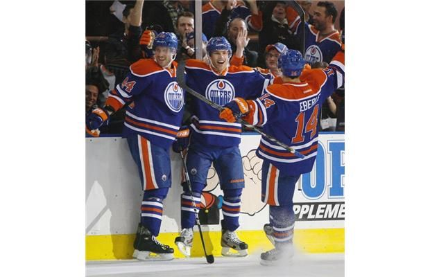 Photos Oilers Beat Canucks 4 0 Oilers Canucks Vancouver Canucks