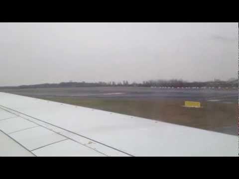 Nach der Landung am Düsseldorfer Flughafen in einer Boeing