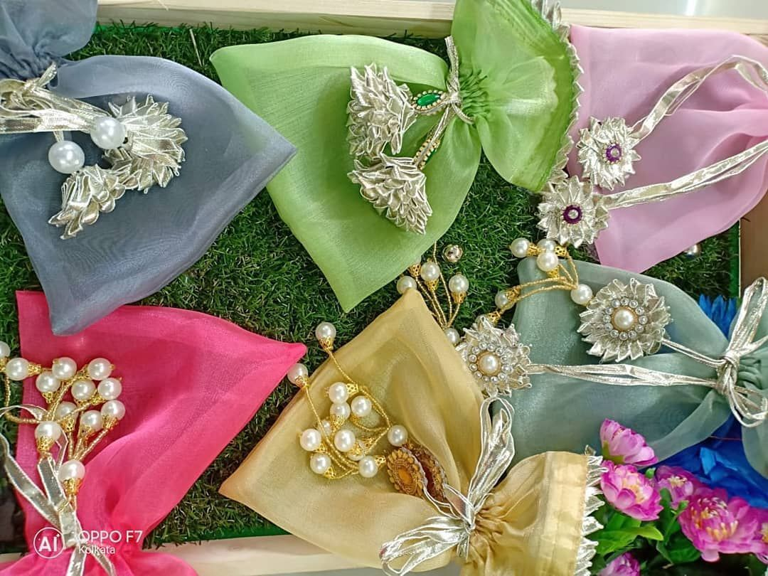 Pretty Potlis Under Inr 500 To Give To Your Bridesmaids Indian Wedding Gifts Wedding Gifts Packaging Wedding Gift Pack