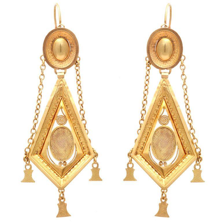 French Napoleonic era earrings, 18 kt gold, hand engraved, c. 1800