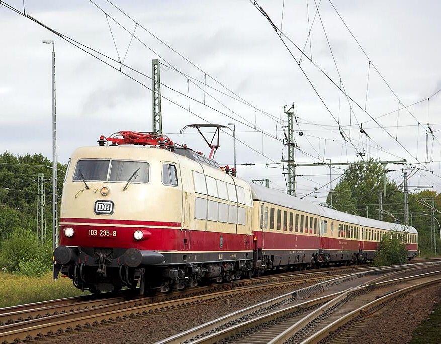 DB Baureihe 103 2358 in Hamburg Harburg Eisenbahn