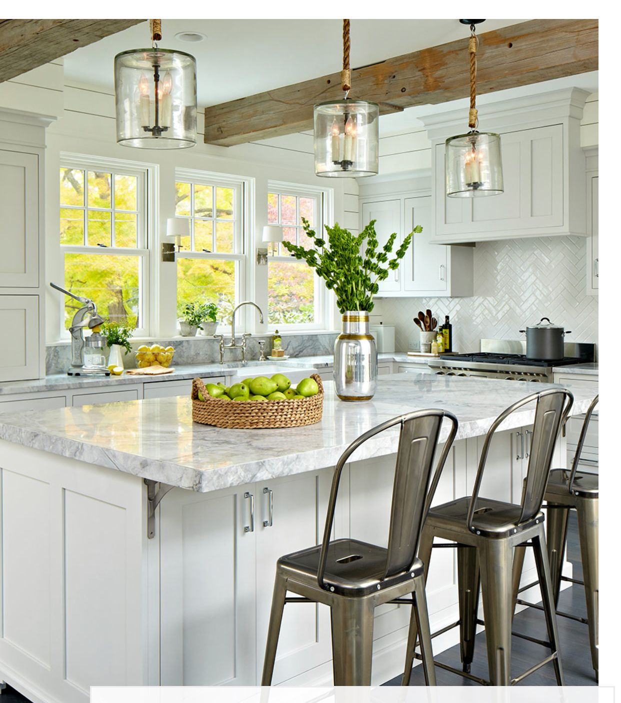 How To Choose the Right Bar Stools For Your Kitchen Island