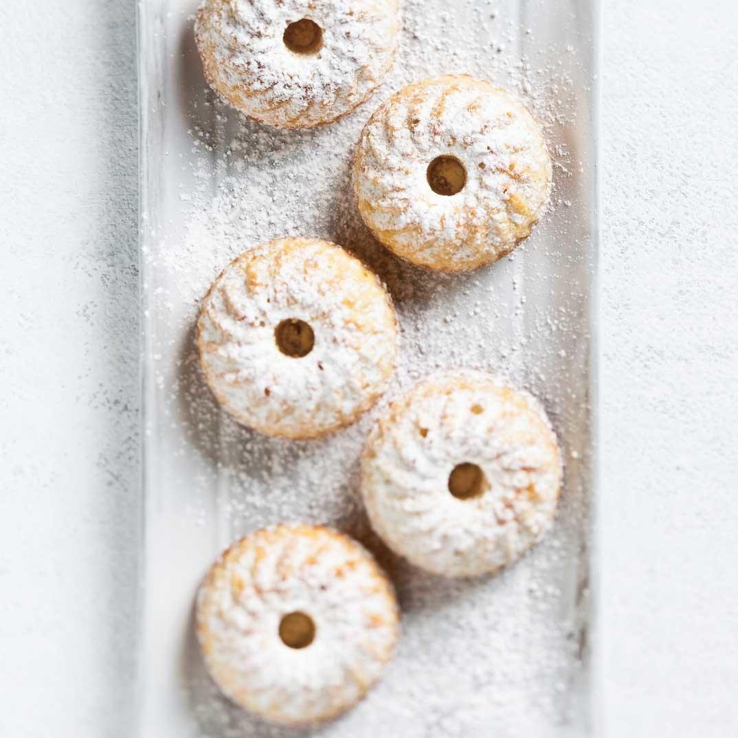 Small Almond Cakes Recipe (With images) Almond cakes