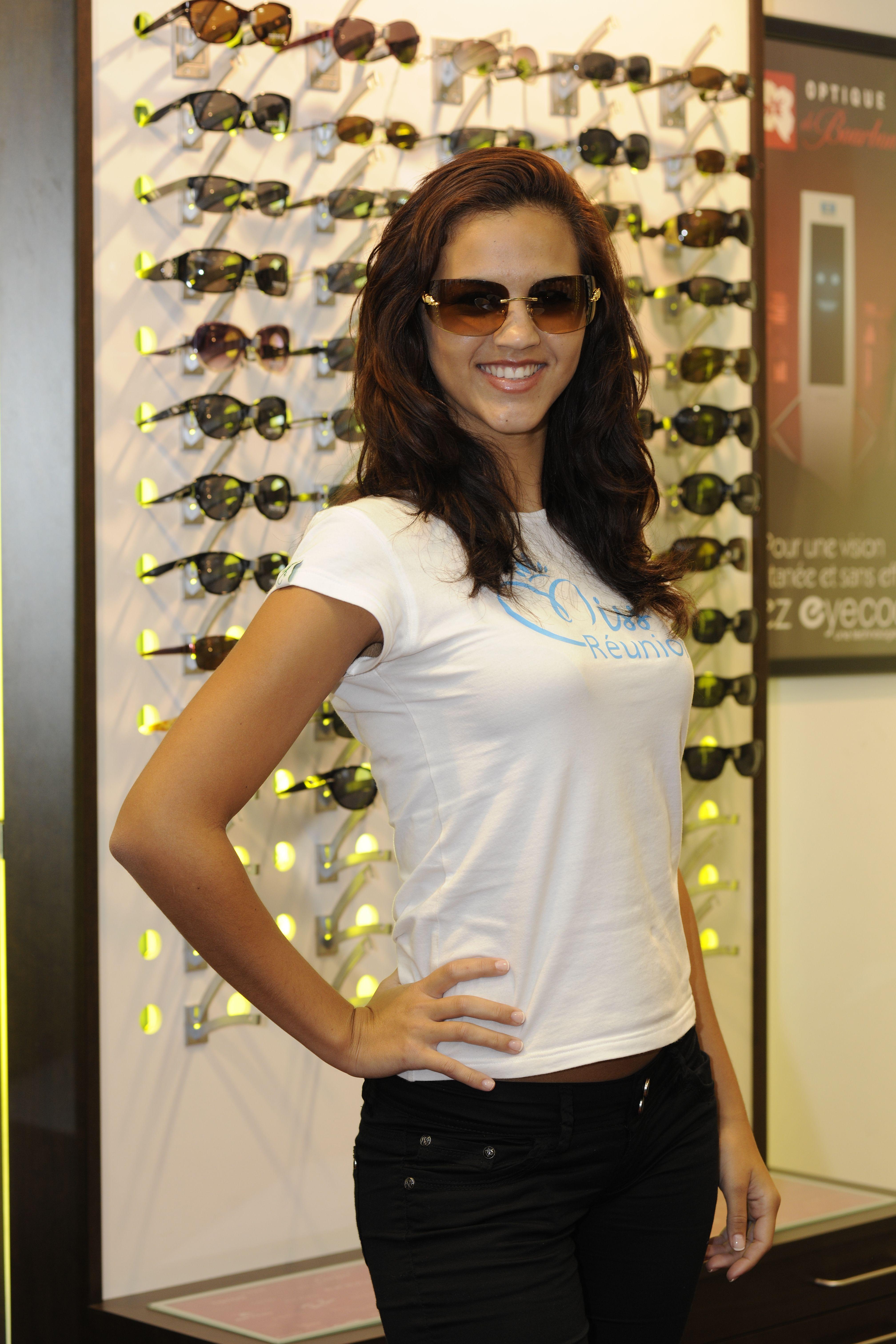 Maëva Cazemage, candidate N°1 (Solaires Cartier, modèle disponible chez Optique de Bourbon)
