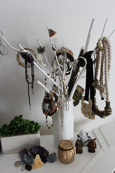 D.I.Y. jewelry display