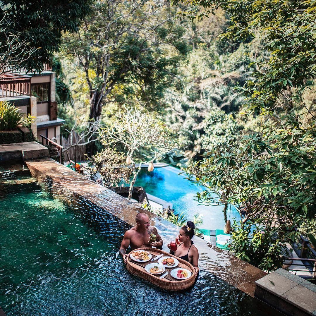 S kym by si si dal/a ranajky na Bali?  Toto #dnescestujem nam do appky @daybyme nahrali @welifttogether_com  . .  #daybyme #dnescestujem #adventure #adventureseeker #aroundtheworld #goexplore #lovetotravel #seekmoments #travel #traveling #travelmore #tourism #tourist #trip #vacation #wanderlust #wonderfulplace