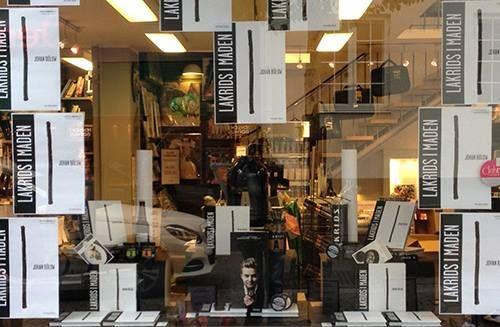 Arnold Busck i Randers har været kreative med deres udstillingsvindue! #lakridsimaden || kogebog || lakrids || opskrift || julegave