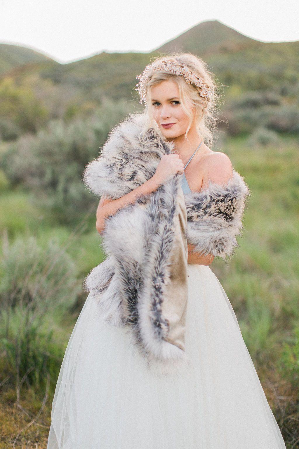 18++ White fur wrap wedding ideas
