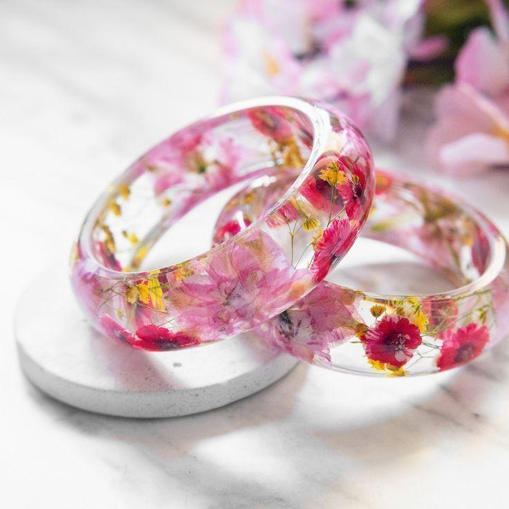 Photo of Echt gepresste Blume Harz Armreif, rosa Kirschblüten von Floral Neverland