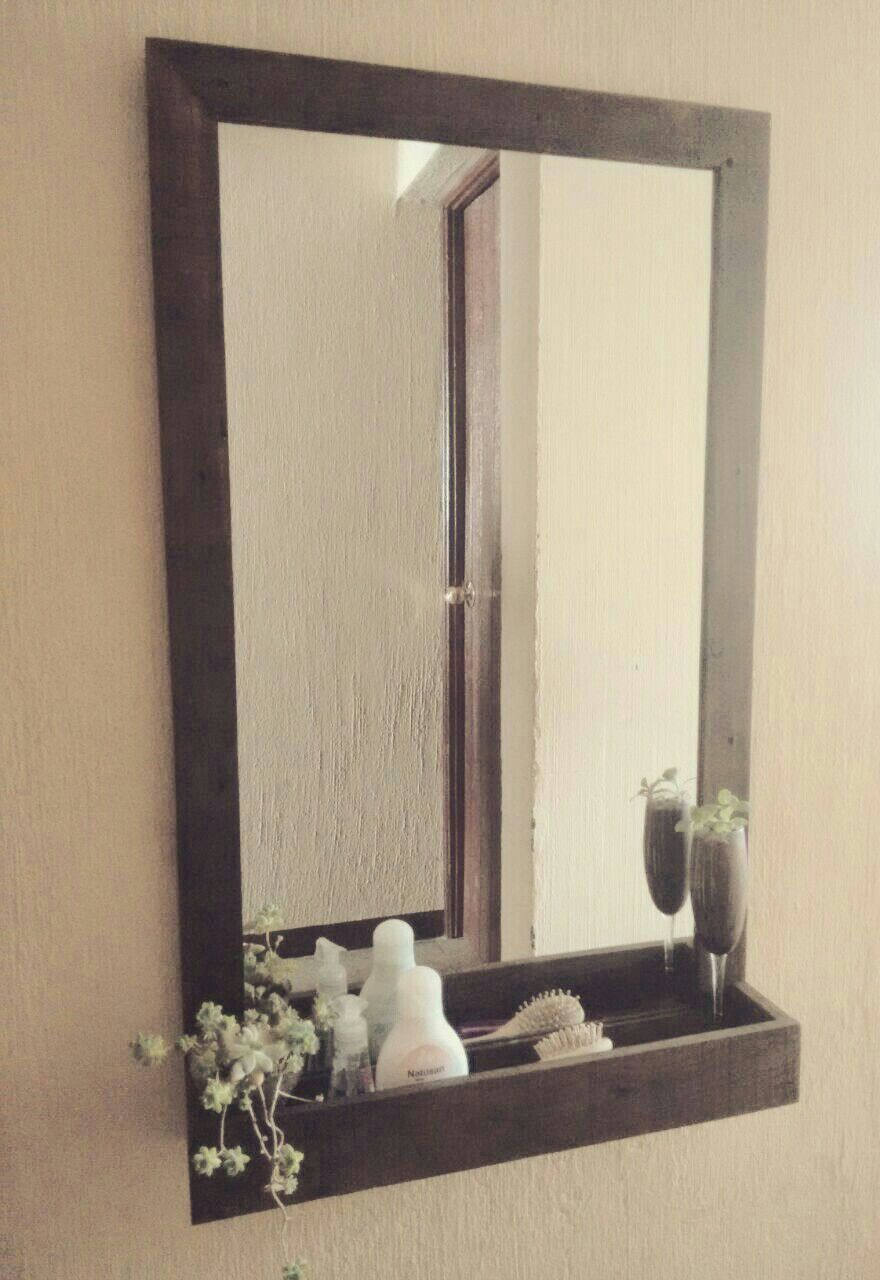 Marco usando madera de pallets cosas para ba os for Disenos de marcos de madera para espejos