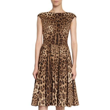 I want thie D leopard print dress! I just need a pair of red heels and voila, it's complete!