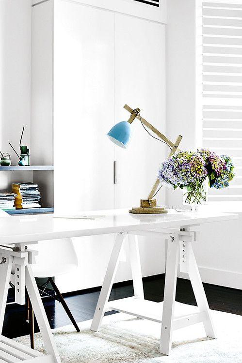 minimal and luminous work station (via Homelife / ph. Derek...
