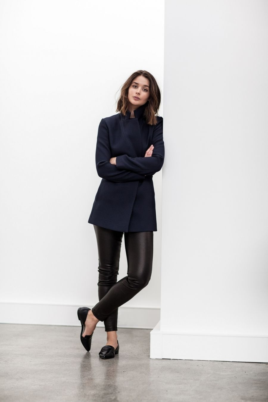 Sara Donaldson shows us another way to get a glamorous spring style, pairing leather leggings with stylish flats and a gorgeous navy jacket. This look is perfect for the cooler days of spring, but can be adapted to be worn whenever and however you like! Outfit: Reiss.