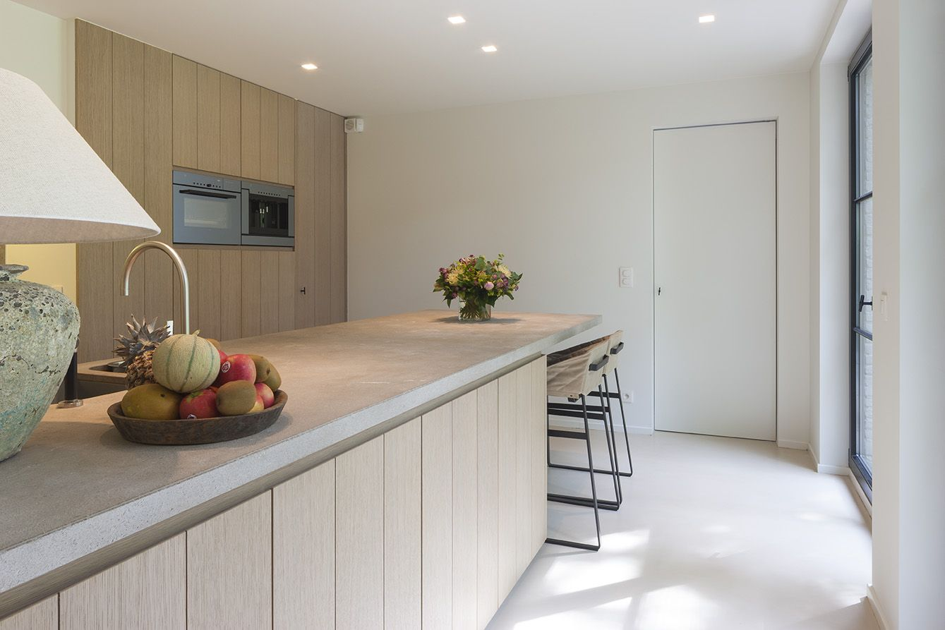 Kleine Woning Inrichting : Fotografie inrichting keuken en slaapzone in gerenoveerde woning