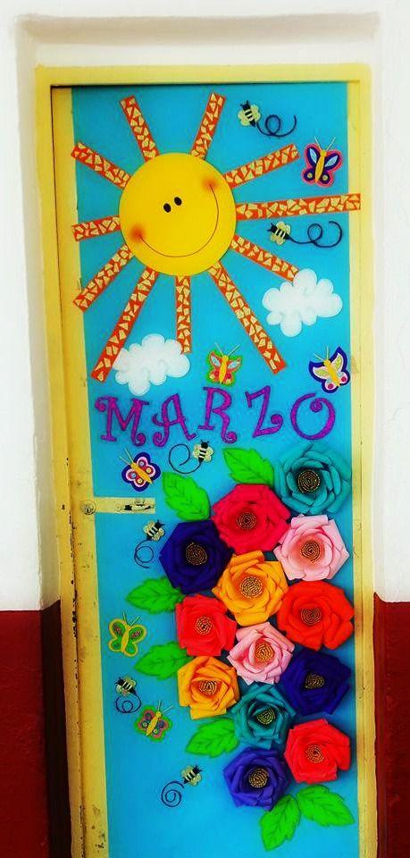 Puerta decorada del mes de marzo puertas pinterest for Puertas escolares decoradas