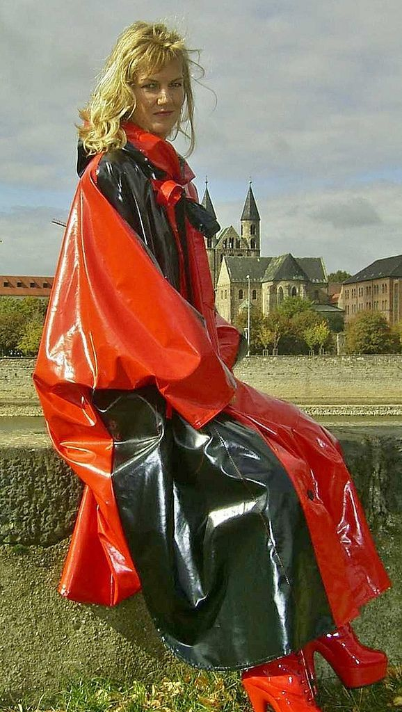 red black pvc raincoat lack kleidung rote kleidung