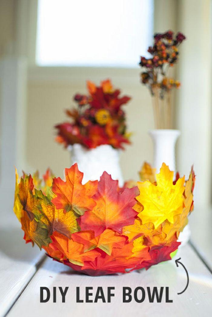 Schale aus Herbstblättern und Luftballon selber machen, herbstliche