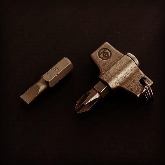 #edc #everydaydump #everyday_tactical #everydaycarry  #titanium by kpgears