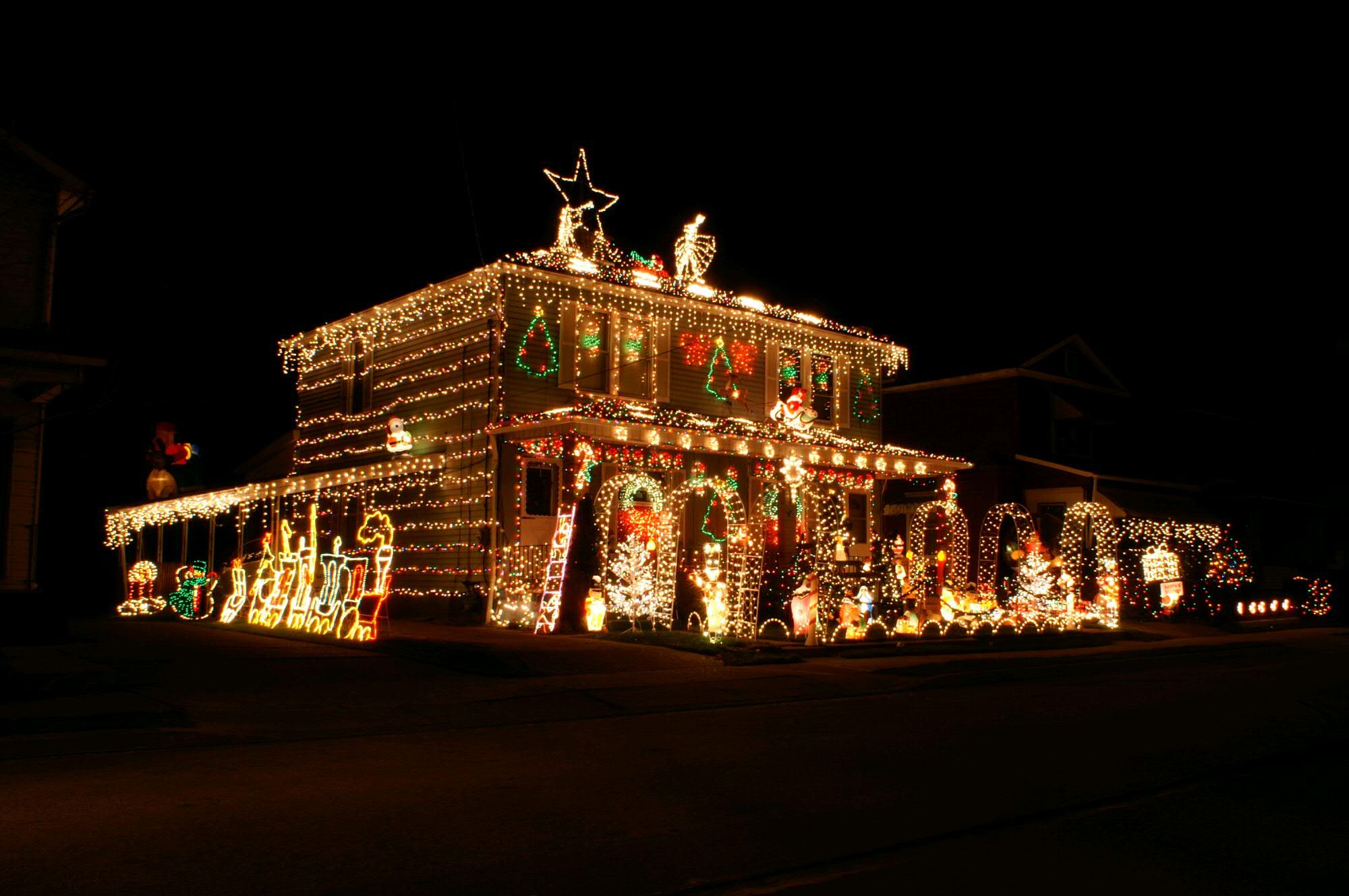 93 beautiful homes decorated for christmas