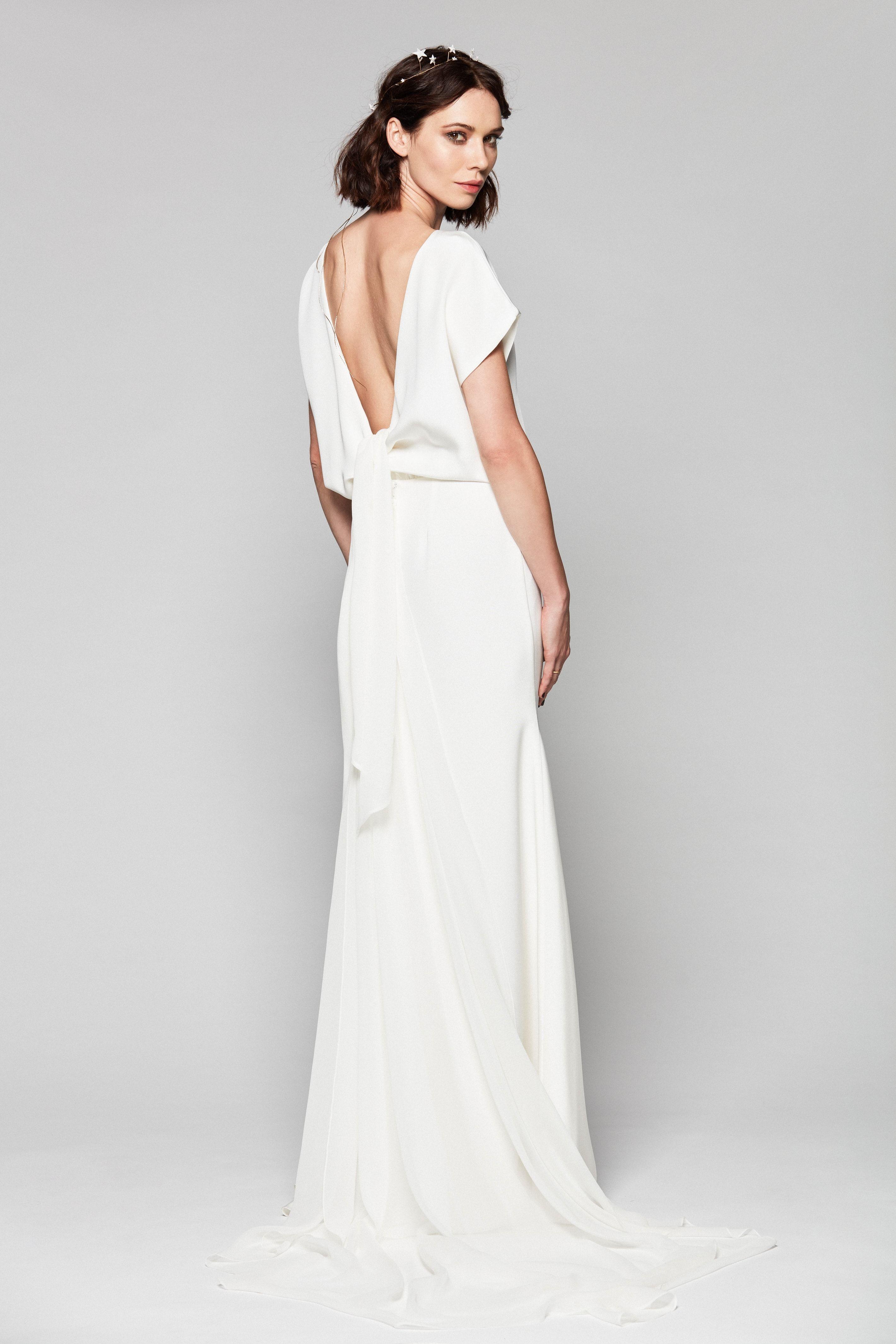 a792765b19 Suknia ślubna z wiązaniem z tyłu be UNIQUE
