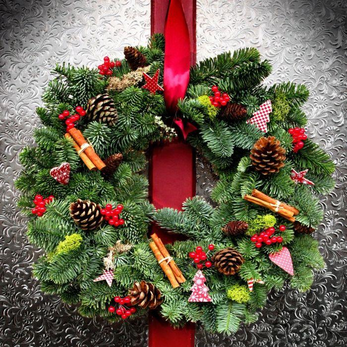 Decoracion navide a casera ramas de pino canela pi as - Decoracion navidena casera ...