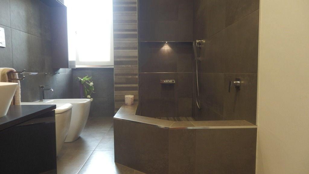 Bagno con grande doccia in muratura realizzazioni - Bagno in muratura costi ...