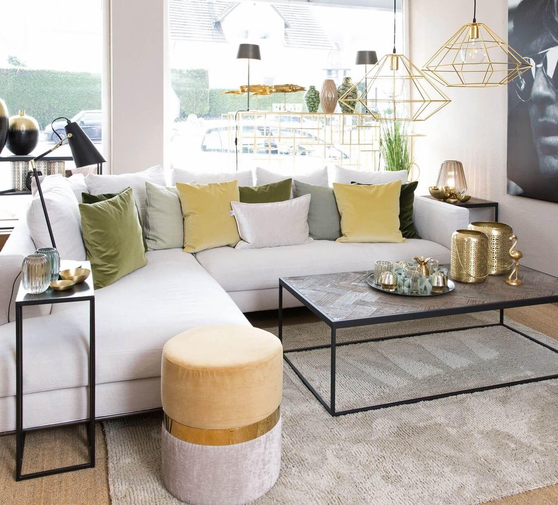 Modernes Wohnzimmer Mit Goldigen Details Gold Wohnzimmer Gelb Interiordesign Inneneinrichtung Bielefeld Mobel Leuchten Scapa Home Salon
