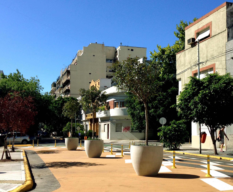 Macetas donna cimalco s a ciudad de buenos aires for Muebles de oficina buenos aires capital federal